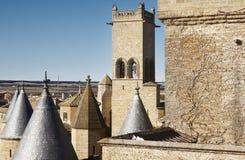 Античный замок возвышается в Olite, Наварре в Испании Стоковые Изображения RF