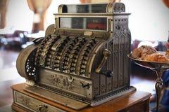 античный кассовый аппарат стоковая фотография