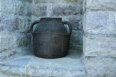 Античный керамический бак, используемый традиционно для хранения или кашевара стоковое изображение