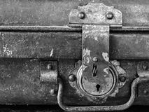 Античный ключевой замок на багаже сделанном от латуни Стоковая Фотография RF