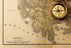 Античный компас над старой картой столетия XIX Стоковое Фото