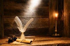 Античный крен пергаментной бумаги и старый Quill сочинительства Стоковое Изображение RF