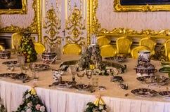 Античный обеденный стол в дворце Катрина Стоковое фото RF