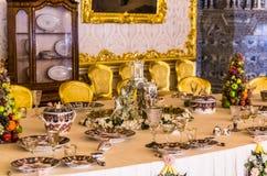 Античный обеденный стол в дворце Катрина Стоковое Изображение