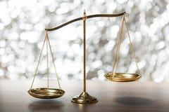 античный символ маштаба точности лекарствоведения правосудия баланса Стоковое Изображение