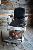 античный стул парикмахера стоковое изображение