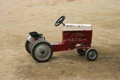 античный трактор игры Стоковые Изображения