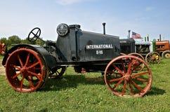 Античный трактор International 8-16 Стоковое фото RF