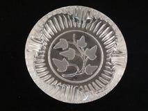 Античный ashtray изолированный на черной предпосылке стоковые изображения