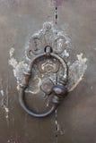 античный knocker двери Стоковые Фото