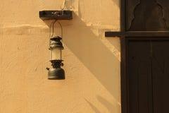 античным арабским стена двери текстурированная фонариком Стоковое Изображение