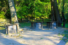 3 античных деревянных колодца в лесе, Украине Стоковое фото RF