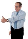 антрепренер gesturing успешные большие пальцы руки вверх стоковая фотография rf