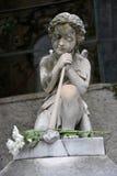 Анджел на надгробной плите на старом кладбище стоковое изображение rf