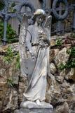 Анджел на надгробной плите на старом кладбище стоковое фото rf