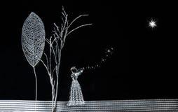 Анджел смотря вверх на звезде рождества Стоковое Изображение RF