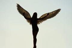 Анджел с крылами в небе Стоковые Изображения