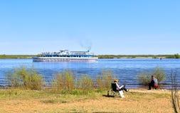 ландшафта фокуса поля дня облаков сини небо выставки заводов движения должного польностью зеленого маленькое не некоторые скачут  Стоковые Изображения RF