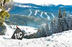 ландшафт зимы, наклоны лыжи, горы Стоковые Фотографии RF