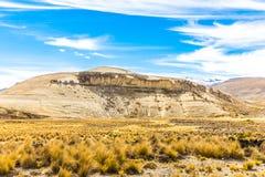 Анды, дорога Cusco- Puno, Перу, Южная Америка. 4910 m выше. Самая длинная континентальная горная цепь в мире Стоковые Изображения RF