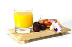 Апельсиновый сок и вишня Стоковые Фото
