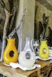 Апельсиновый сок и лимонад в графинчике на ложе сафари в национальном парке Kruger стоковая фотография