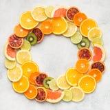 Апельсины, апельсины крови, куски tangerine в круге Стоковое Изображение