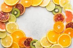 Апельсины, апельсины крови, куски tangerine в круге Стоковые Фото