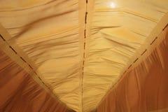 Апельсин видит до конца ткань с солнцем на предпосылке стоковое изображение rf