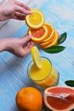 Апельсин в руках Стоковые Фото