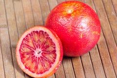 Апельсин крови на деревянной striped предпосылке Стоковое Фото