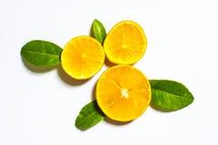 Апельсин с куском и лист изолированные на белой предпосылке Стоковое Фото