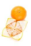 2 апельсина пупка одного слезли одно unpeeled Стоковая Фотография RF