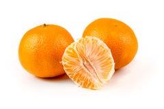 3 апельсина пупка одного слезли 2 unpeeled Стоковые Фотографии RF