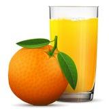 Апельсиновый сок в стекле изолированном на белой предпосылке Стоковые Изображения RF