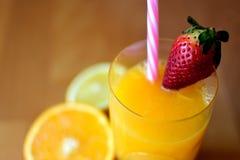 Апельсиновый сок природы НА ДОБРОЕ УТРО Стоковое фото RF