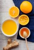 Апельсиновый сок с взгляд сверху меда и имбиря стоковая фотография rf