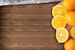 Апельсиновый сок с оранжевыми кусками стоковое фото rf