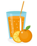 Апельсиновый сок, orangeade, в стекле Свежая изолированная на белой предпосылке Стоковое фото RF