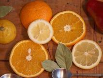 Апельсины и лимоны - здоровые витамины на завтрак 7 Стоковое Изображение RF