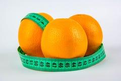 3 апельсины и метра стоковая фотография