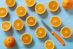 Апельсины и нож Стоковые Фотографии RF