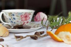 Апельсины и шоколад времени чая Стоковая Фотография RF