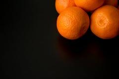 Апельсины Клементина, с верхнего правого угла, с большим космосом экземпляра Стоковое фото RF