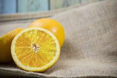 Апельсины на деревянном Стоковые Изображения