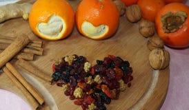 2 апельсины отрезка сердец и плодоовощ и специи Стоковые Изображения