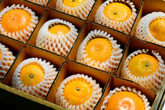 апельсин в коробке Стоковые Фотографии RF