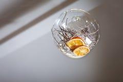 Апельсин в стеклянном шаре Оформление интерьера Стоковое фото RF