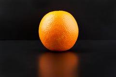Апельсин изолированный на черной предпосылке Стоковое Изображение RF