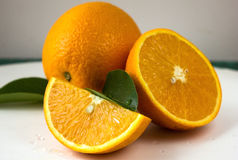 Апельсин и анисовка играют главные роли, половина апельсина, оранжевой дольки Стоковая Фотография RF